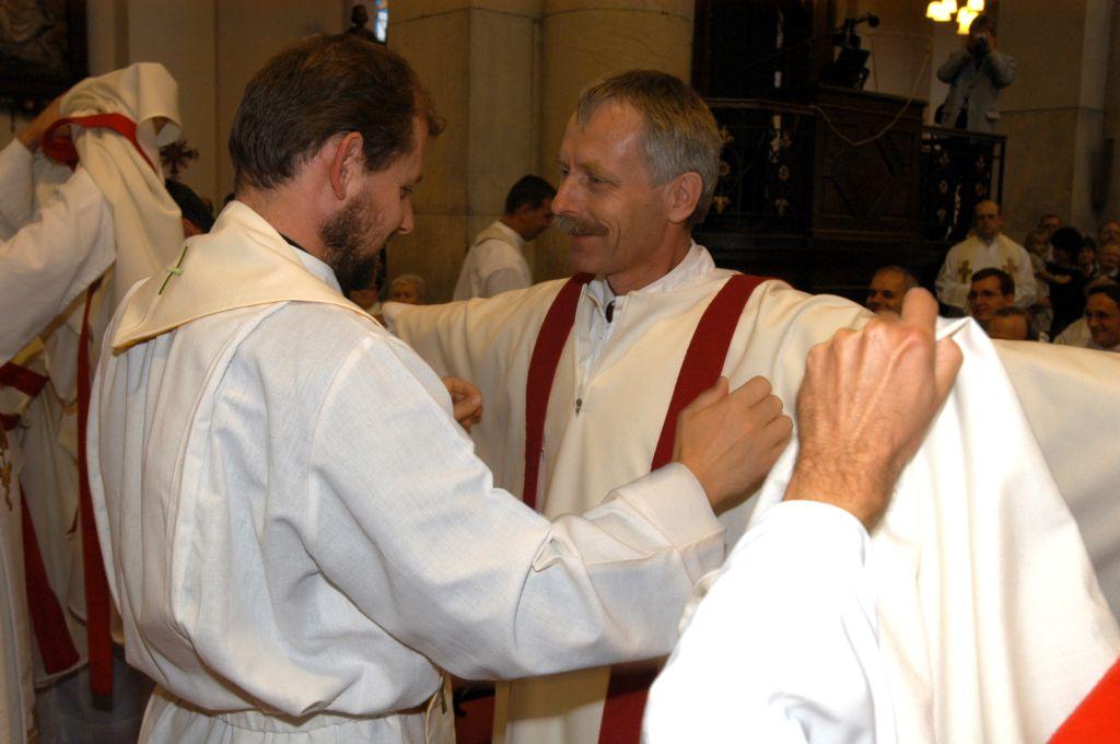 Oblékání liturgickcých rouch, foto: P. Zuchnický