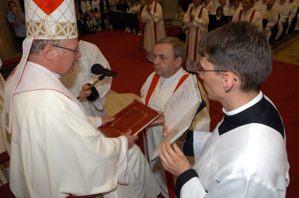 Přijímání evangeliáře, foto: P. Zuchnický