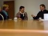 Otec Martin při neformální diskusi s členkami hnutí Focolare