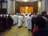 V průvodu byly také neseny nádoby s oleji, které budou při bohoslužbě biskupem posvěceny