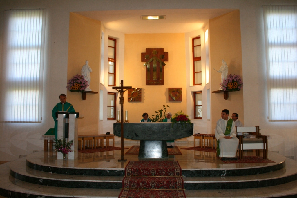 Mše svatá v kapli střediska