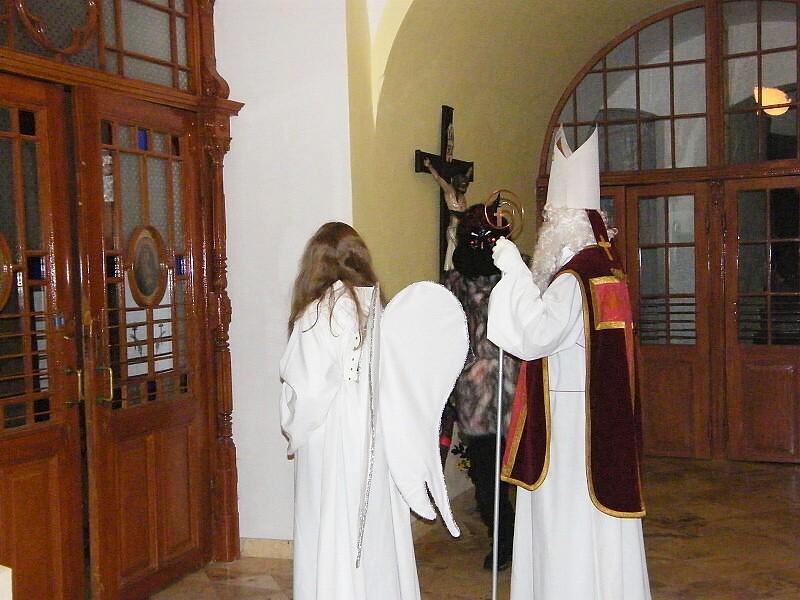 A už přichází sv. Mikuláš s andělem...