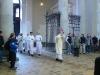 Liturgický průvod zahajoval kříž a za ním jáhen s Evangeliářem, následován ostatními jáhny...