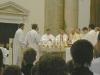 Otec biskup žehná olej nemocných...
