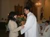 Na konci slavnostní liturgie Marek přijímá gratulace...především od scholy, která se v prvé řadě zapříčinila o to, že Marek skrze ni našel cestu k Bohu a do jeho Církve