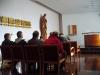 Obsazená kaple už čeká na začátek mše svaté