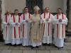 A tady jsou noví jáhni  se svým biskupem