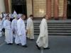 Po liturgii jsou oleje odnášeny, aby posloužily v jednotlivých farnostech