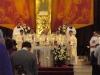 Novokněží koncelebrují spolu s otcem biskupem