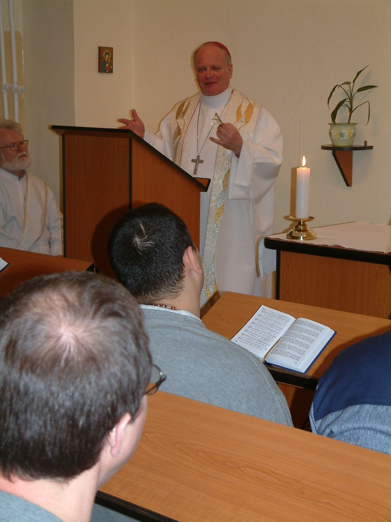 Otec biskup má homilii...