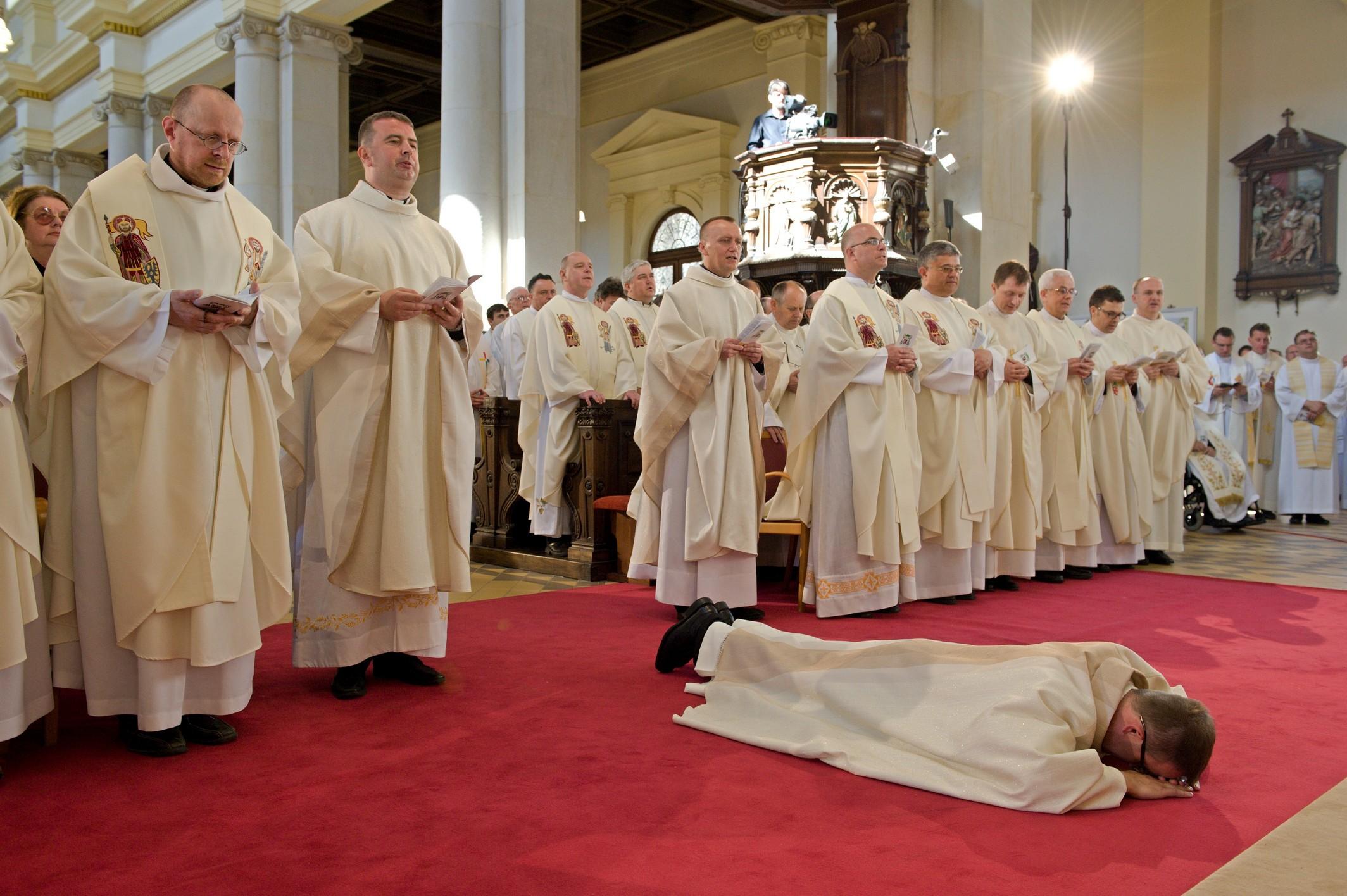 Svěcení-pomocného-biskupa03