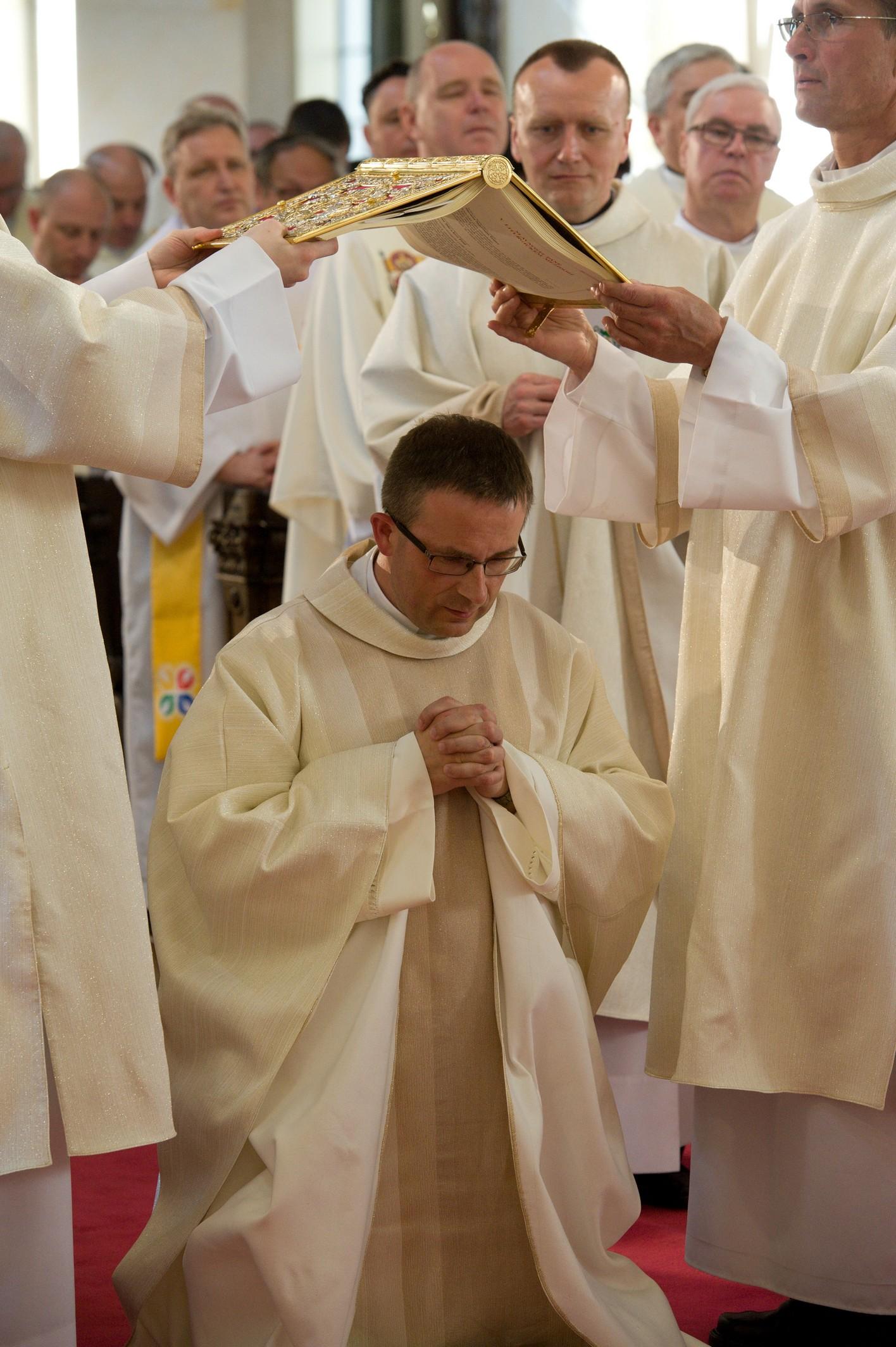Svěcení-pomocného-biskupa05