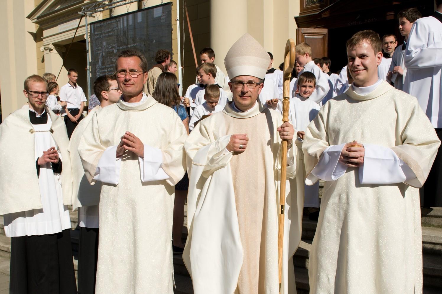 Svěcení-pomocného-biskupa10